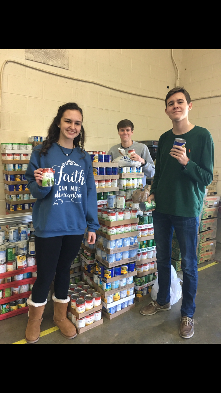 FFA & FCCLA students with collected food
